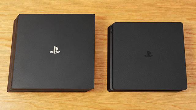 写真左:PS4 Pro、写真右:PS4
